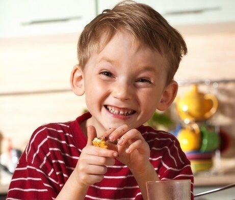 веселый мальчик саша