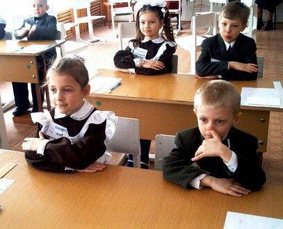 смешные школьники в классе